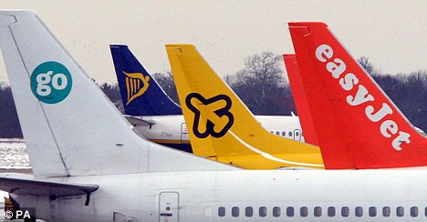 Image of 5 tails of planes belonging to low-cost airlines.